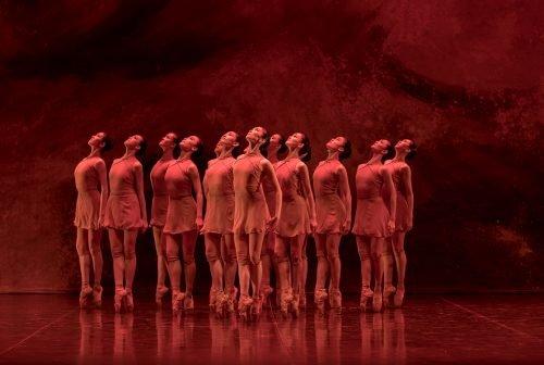 Dell'arte oferece apresentações gratuitas de música e dança para assistir de casa