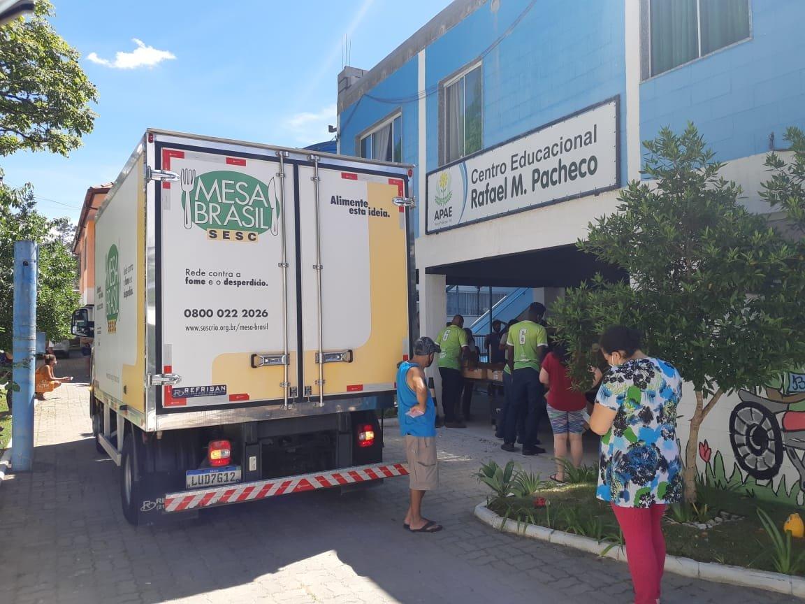 Mesa Brasil Sesc RJ e Perdigão doam mais de 600 unidades de Chester em Nova Friburgo