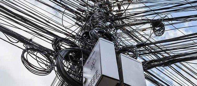 Ordenação de cabos e fios em postes de Friburgo terá futuro definido